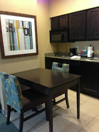 Homewood Suites Atlanta NW-Kennesaw Town Ctr : Nice Kitchen/Dining Area