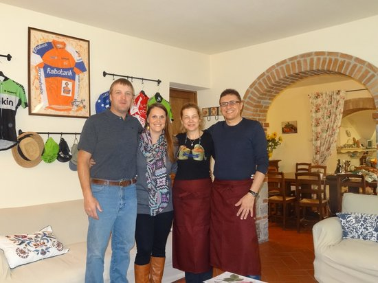 Borgo Lecchi B&B : My husband and I with Anna and her husband (the fabulous cook)!