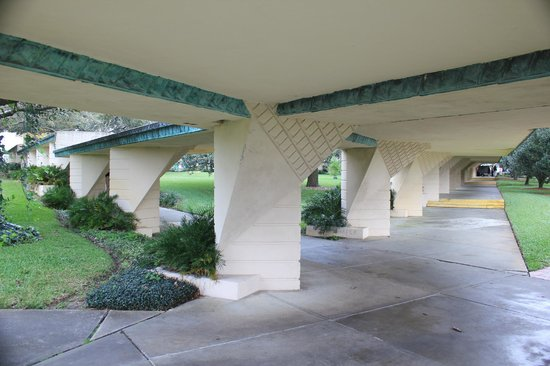 Florida Southern College : College Campus walkways