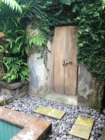 Barong Resort and Spa: Traditional Doors