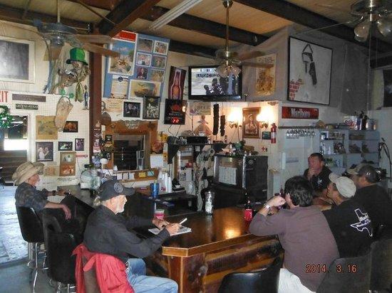 Harley's Beer Garden: Bar area at Harley's