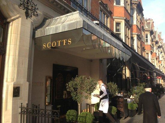 Scott's : Outside