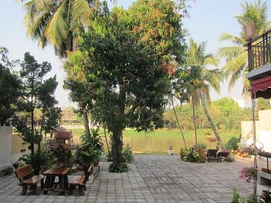 Baan Ing Ping: schöner Platz zum Fluss auf der anderen Seite