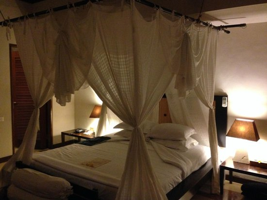 Barong Resort and Spa: Bed with White Netting