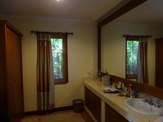Parigata Villas Resort: Ванная комната