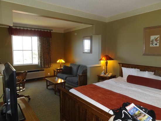 BEST WESTERN PLUS Sunset Suites-Riverwalk: Comfortable Suite, complete with microwave and fridge!