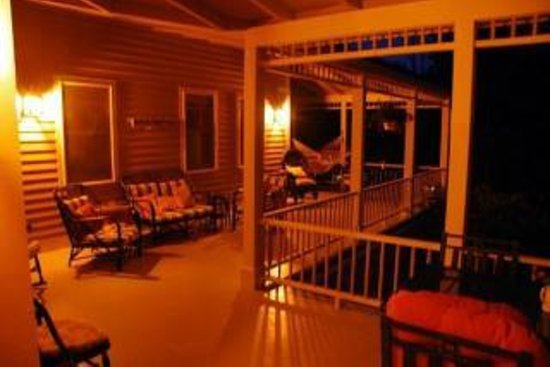 Five Gables Inn : Evening on the Porch