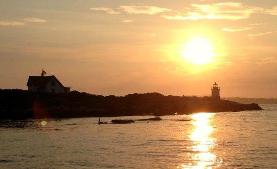 Five Gables Inn : Sunset off Ocean Point