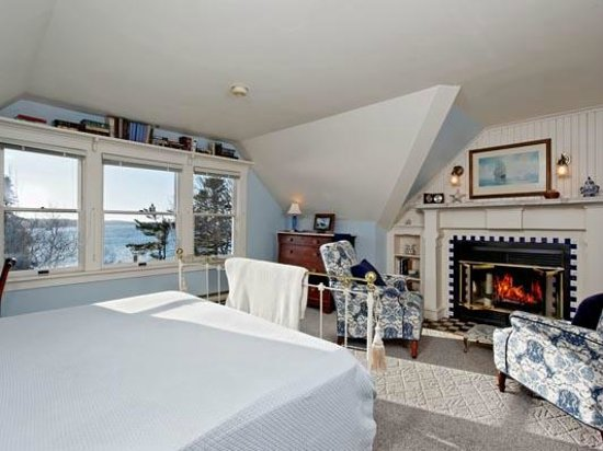Five Gables Inn: Room 14 overlooking the Bay