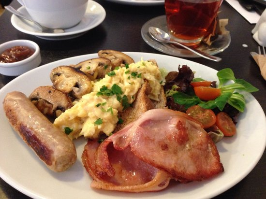 Moments Cafe : Yummy full Monty