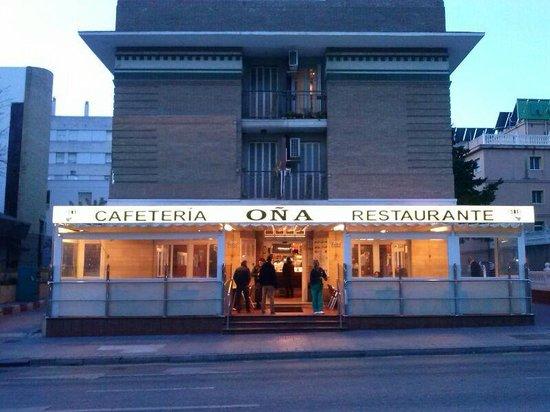 Fachada fotograf a de restaurante bar o a 2 m laga for Fachada para restaurante
