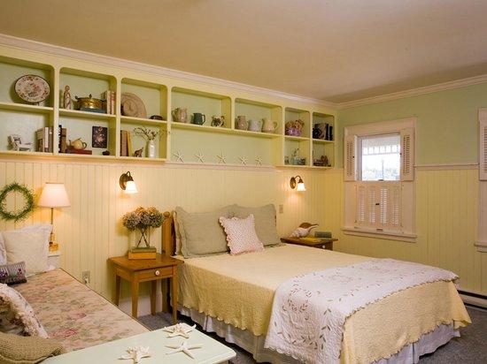 Five Gables Inn: Imagine a Maine Cottage