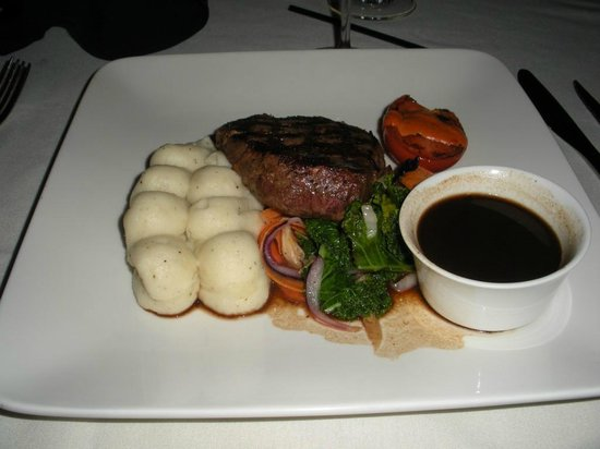 Grant Hall Dining Room & Lounge: 8oz tenderloin with red wine sauce & garlic mashed
