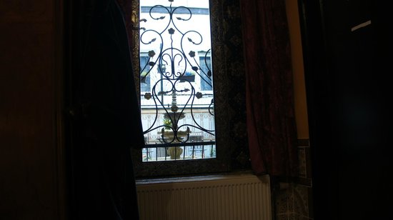 Hotel Mozart : Looking out the window
