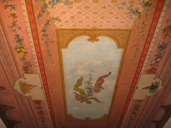 Hotel Orto De Medici: 2nd floor sitting room ceiling art