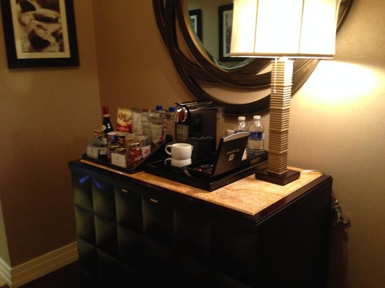 The Ritz-Carlton, Denver: Hallway - minibar
