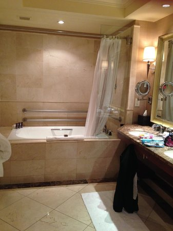 The Ritz-Carlton, Denver: Bathroom