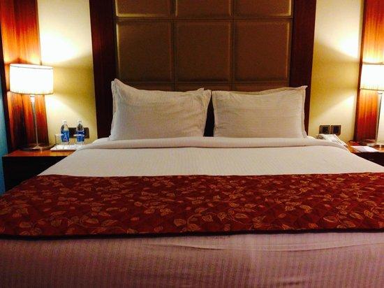 Cambay Grand Ahmedabad: Bed