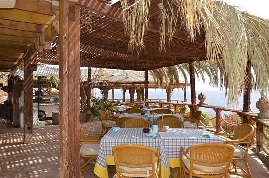 Maritim Jolie Ville Golf & Resort: ресторан на берегу моря