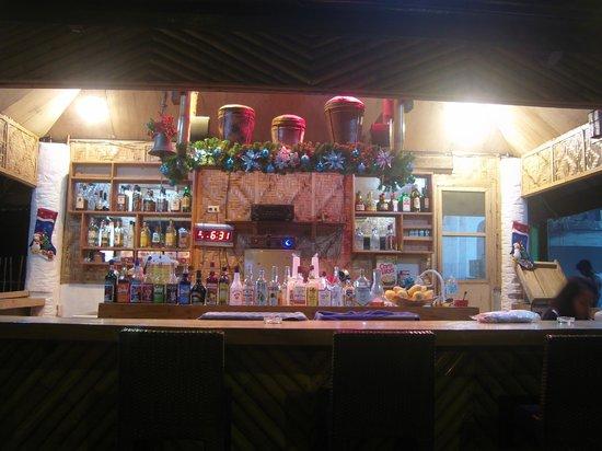 Little Mermaid Dive Resort: Bar mit Weihnachtsdeko