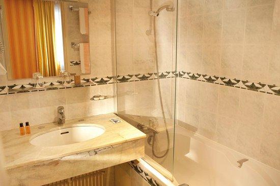 Hôtel d'Angleterre Champs Elysées : salle de bain