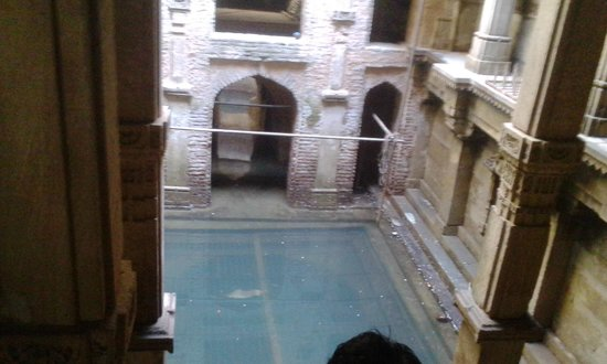 Adalaj Step-well: Water-level in the step-well