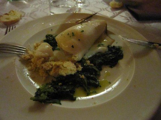 """Ristorante """"Terracotta"""": calamaro ripieno di ricotta su letto di spinaci"""