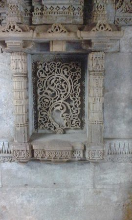 Adalaj Step-well: Detailed carving on one of the walls