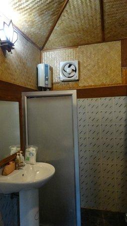 Ko Tao Resort: More interior of the 'rustic' hut