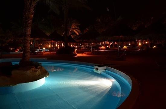 Maritim Jolie Ville Golf & Resort: ленивая речка ночью