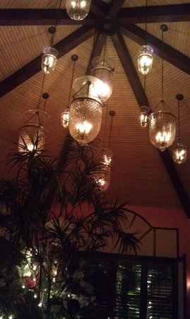 The Caribbean Court Boutique Hotel : ceiling of one of the restaurants main dining rooms