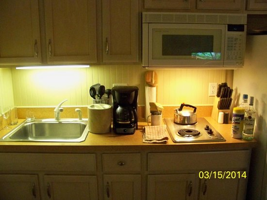 Captain's Quarters at Surfside Resort: room kitchenette