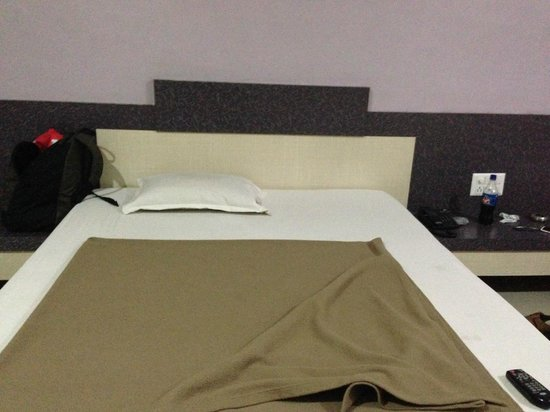 Hotel Ashoka Executive: Bed