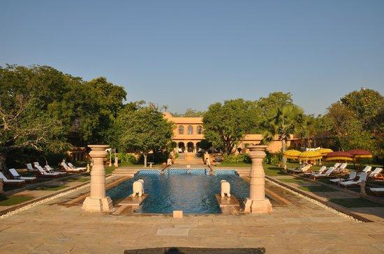 The Oberoi Rajvilas: vue sur la piscine