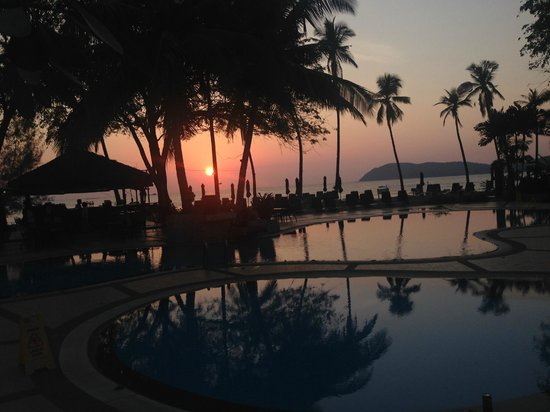 The Frangipani Langkawi Resort & Spa: Sunset from the pool at Frangipani