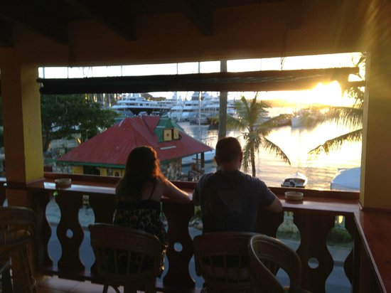 The Waterfront Hostel : Wonderful bar/terrace where you can also eat dinner and breakfast if required