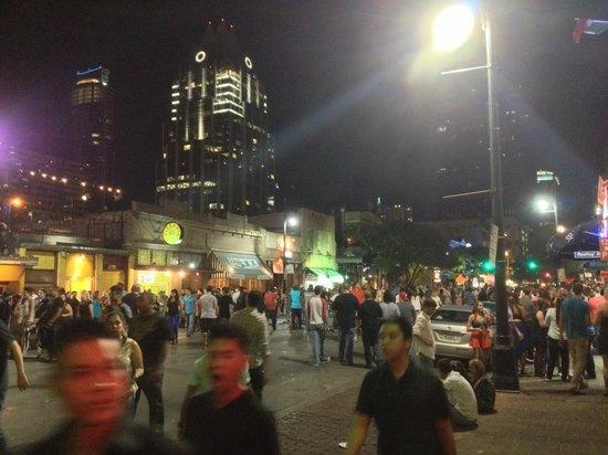 6th Street. Ночь начинается