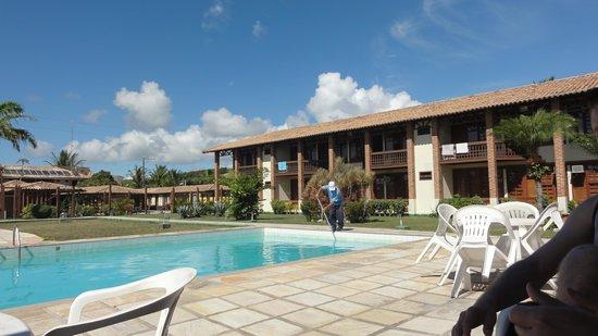 Sued's Cabrália : piscina mais parte do hotel