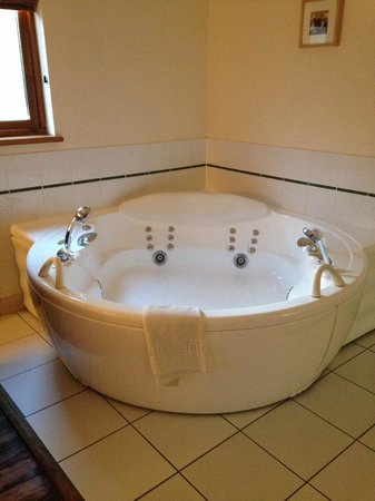 Griffon Forest Lodges: Jacuzzi bath