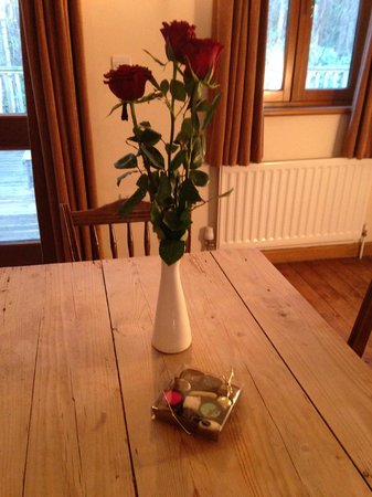 Griffon Forest Lodges: Complimentary roses and chocolates