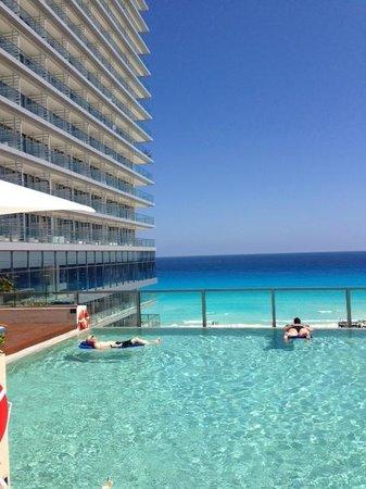 Secrets The Vine Cancun: Preferred Pool