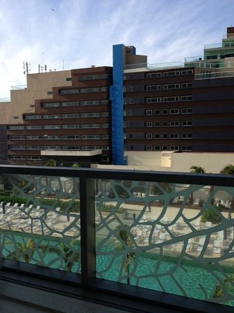 """Secrets The Vine Cancun: """"Ocean View"""" from First Room (um, no bueno)"""