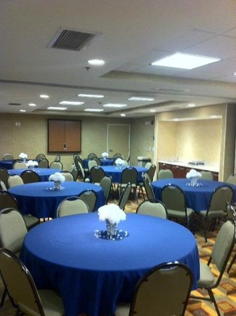 Homewood Suites by Hilton Denver Littleton: Beautiful Meeting Room Set-Up for Reunion