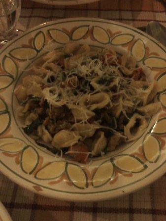 Trattoria Nugent da Mario e Gigia: Orecchiette con salsiccia pezzente