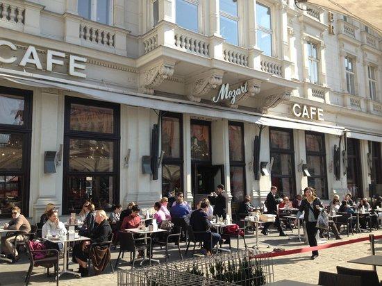 Café Mozart: кафе)