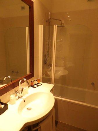 Canada Hotel: Ванная комната