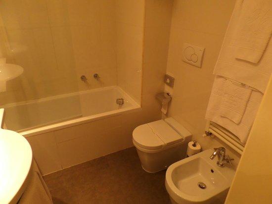 Canada Hotel : Ванная комната