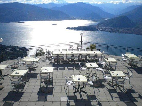 Laveno-Mombello, Italia: La terrazza del ristorante