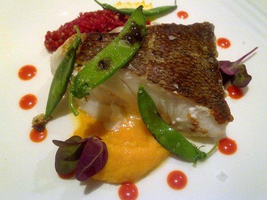 Restaurante Eirado Da Lena: mero con quinoa y remolacha