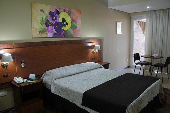 Recanto Cataratas Thermas Resort & Convention: Room 2110 with a small balcony.